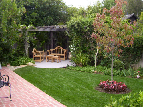 Zale's landscapers maintain your lawn and landscape to keep it looking its best all year round.